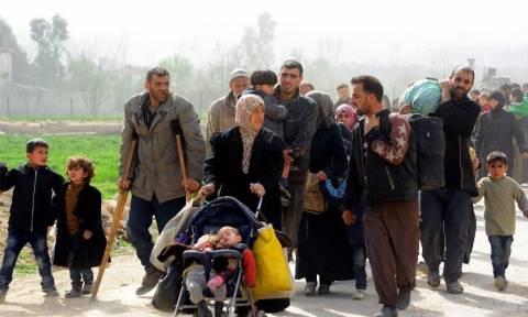 Η έξοδος της Γούτα: 30 χιλιάδες άμαχοι εγκαταλείπουν την πόλη - Στιγμές αγωνίας (Vids)