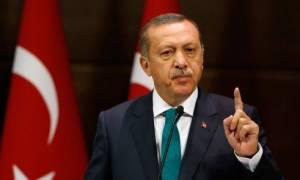 Καταιγιστικές εξελίξεις – Ο Ερντογάν μοιράζει σφαίρες στους Τούρκους