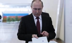 Εκλογές Ρωσία – Πούτιν: Δεν με νοιάζει με τι ποσοστό θα εκλεγώ (video)