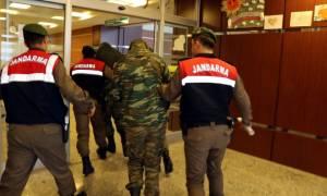 Αυξάνεται η αγωνία για τους δύο στρατιωτικούς: «Κρατούνται χωρίς να έχουν απαγγελθεί κατηγορίες»