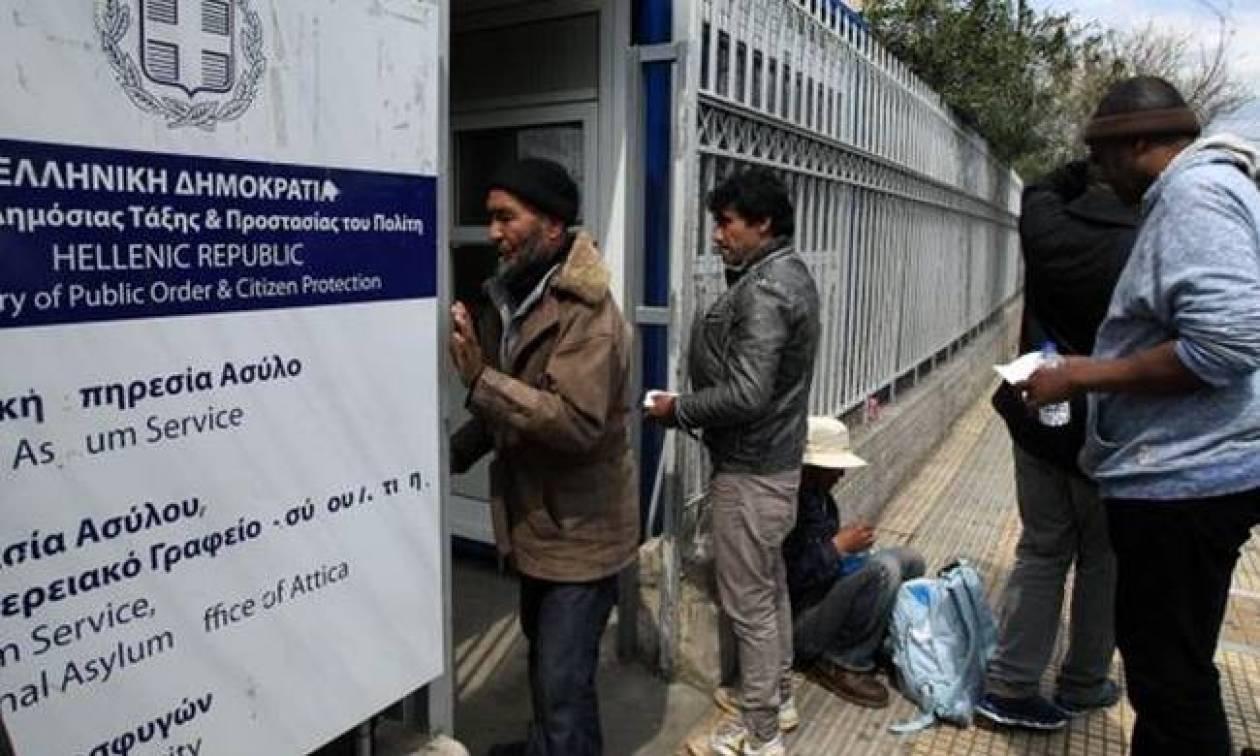 Συνεχίζουν την επίσχεση εργασίας οι συμβασιούχοι της Υπηρεσίας Ασύλου