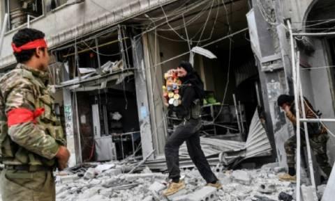 Η καταστροφή της Αφρίν: Λεηλατούν και πυρπολούν όπως το ISIS οι «απελευθερωτές» του Ερντογάν