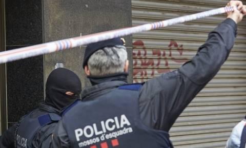 Ισπανία: Άντρας κράτησε όμηρο μια γυναίκα στο προξενείο του Μαλί στη Βαρκελώνη (vid)