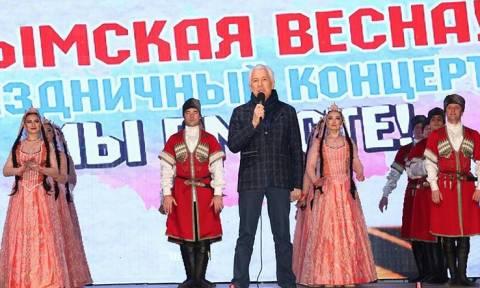 Тысячи людей в Махачкале приняли участие в концерте в честь воссоединения Крыма с Россией