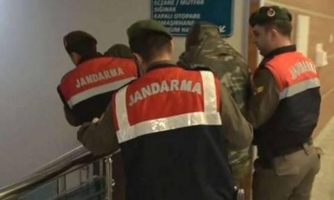 Θρίλερ με τους Έλληνες στρατιωτικούς - Πληροφορίες ότι οδηγούνται στο δικαστήριο της Αδριανούπολης