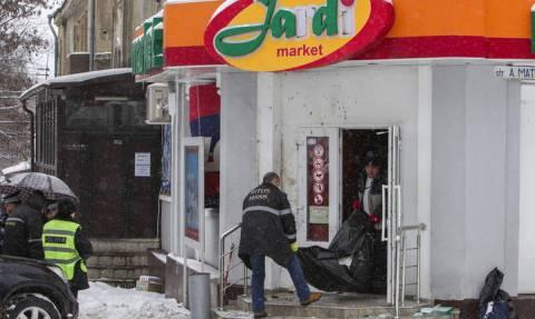 Ασύλληπτη τραγωδία: Αρνήθηκε να του πουλήσει αλκοόλ και εκείνος έριξε χειροβομβίδα