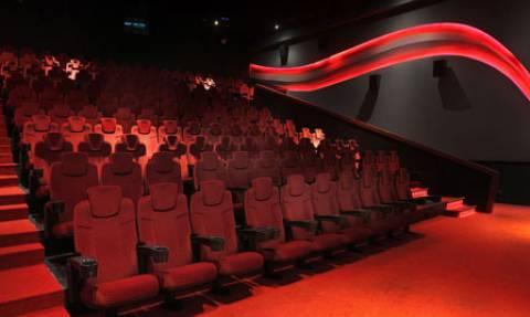 Φρικτός θάνατος: Σφήνωσε στην καρέκλα του σινεμά και ξεψύχησε