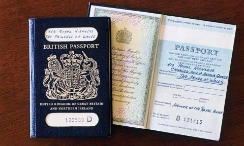 Έξαλλοι οι Βρετανοί όταν έμαθαν πού θα τυπώνονται τα διαβατήρια τους μετά το Brexit