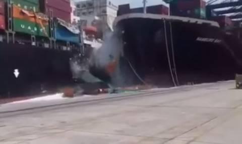 Βίντεο που κόβει την ανάσα: Σύγκρουση φορτηγών πλοίων στο Καράτσι