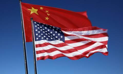 Κίνα: Το Πεκίνο θα υπερασπιστεί τα νόμιμα συμφέροντά του αν οι ΗΠΑ ξεκινήσουν εμπορικό πόλεμο