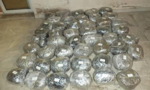 Καταδίωξη στη Φλώρινα: Συλλήψεις πέντε Σκοπιανών που μετέφεραν 47 κιλά κάνναβης