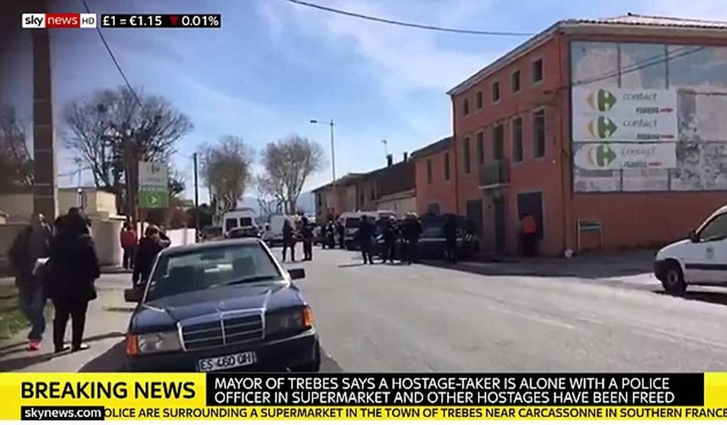 Τρομοκρατικό χτύπημα στη Γαλλία: Πυροβολισμοί κατά αστυνομικών από τζιχαντιστή που κρατά ομήρους