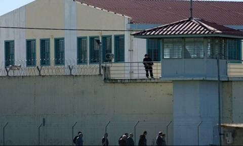 Θρίλερ στις φυλακές Τρικάλων: Κρατούμενος μαχαίρωσε στο λαιμό τον αρχιφύλακα