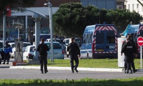 Ομηρία Γαλλία: Νεκρός ο χωροφύλακας που πήρε τη θέση των ομήρων