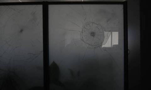 Βίντεο ντοκουμέντο: Η στιγμή της επίθεσης αντιεξουσιαστών σε δικηγορικά γραφεία