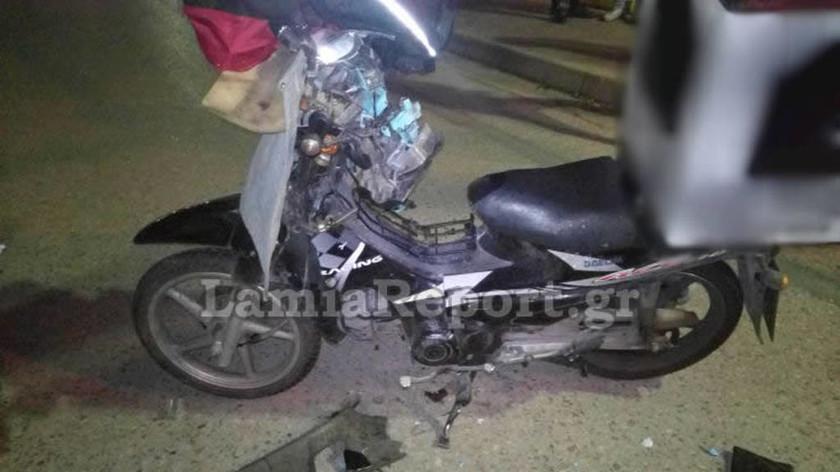 Λαμία: Σοβαρό τροχαίο με τραυματισμό ντελιβερά στο κέντρο της πόλης (pics)