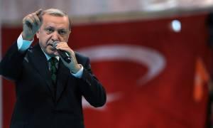 Αλαζόνας και επικίνδυνος ο Ερντογάν: Απειλεί θεούς και δαίμονες, αλλά ζητάει «δώρα» από την ΕΕ