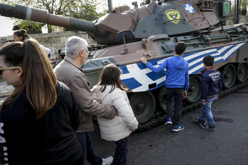 Παρέλαση 25η Μαρτίου: Έκλεψε τις εντυπώσεις το άρμα Leopard 1A5 με τη γαλανόλευκη (pics)