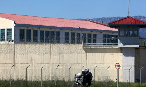 Θρίλερ στις φυλακές Τρικάλων: Κρατούσαν όμηρο σωφρονιστικό υπάλληλο με μαχαίρι