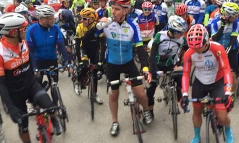 Σε ποδηλατικό αγώνα με τερματισμό την Αγ. Λαύρα ο Αμερικανός πρέσβης (pics)