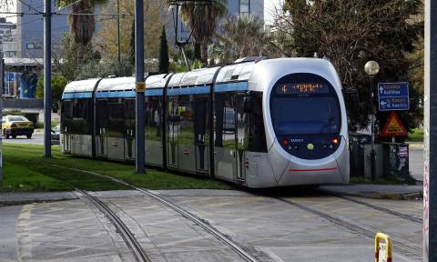 Σφοδρή σύγκρουση λεωφορείου με τραμ στο Νέο Κόσμο