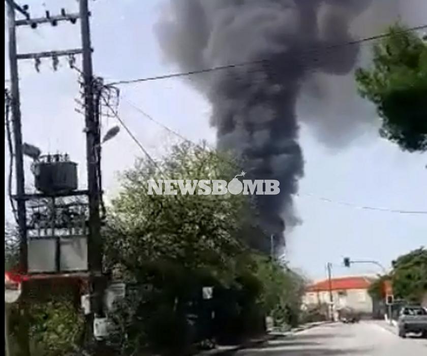Αποκλειστικό βίντεο: ΕΚΤΑΚΤΟ - Ένας νεκρός από πυρκαγιά σε εργοστάσιο έξω από το Βόλο