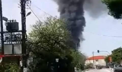 Αποκλειστικό βίντεο: Ένας νεκρός από πυρκαγιά σε εργοστάσιο έξω από το Βόλο
