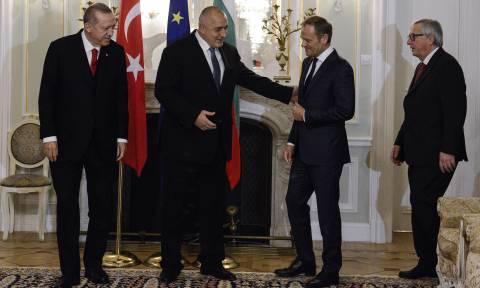 Σύνοδος Κορυφής: Σφυρίζει αδιάφορα ο Ερντογάν για τους Έλληνες στρατιωτικούς και απαιτεί τα πάντα