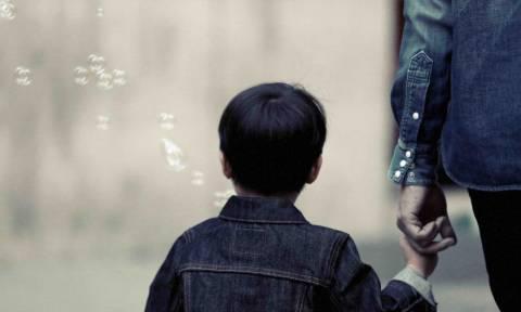 Θρίλερ στο Μενίδι: Προσπάθησαν να απαγάγουν παιδί την ώρα της παρέλασης