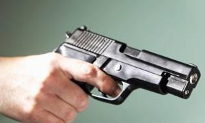 Γλυφάδα: Δίωξη για κακούργημα κατά του 88χρονου που πυροβόλησε ληστές μέσα στο σπίτι του