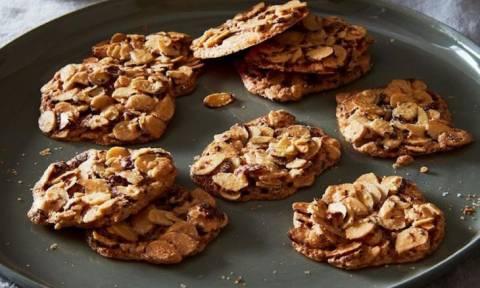 Τα νοστιμότερα μπισκότα γίνονται με 3 υλικά και μέσα σε αυτά δεν είναι το αλεύρι!