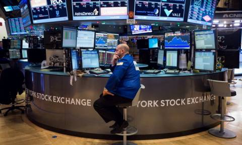 Νέα βουτιά για τους δείκτες στη Wall Street
