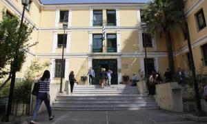 Υπολείμματα εκρηκτικού μηχανισμού κοντά σε φυλάκιο στα δικαστήρια της Ευελπίδων