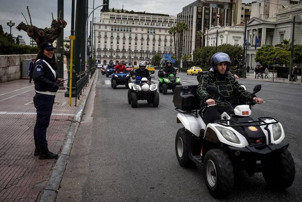 Γέμισε «γουρούνες» η Αθήνα - Διαμαρτυρία έξω από τη Βουλή (pics)