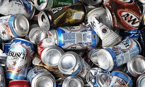 «Βόμβα»: Εγγύηση θα καταβάλλουν όσοι αγοράζουν αναψυκτικά σε πλαστικά και τενεκεδάκια