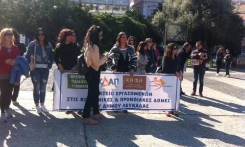 Συγκέντρωση συμβασιούχων του «Βοήθεια στο Σπίτι» στην πλατεία Κλαυθμώνος
