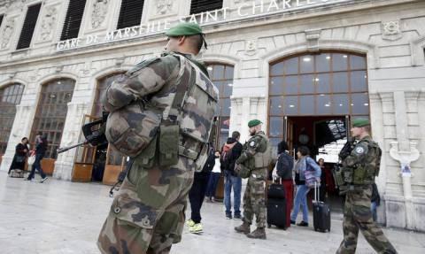 Συναγερμός στη Γαλλία: Αυτοκίνητο επιχείρησε να πέσει πάνω σε στρατιώτες
