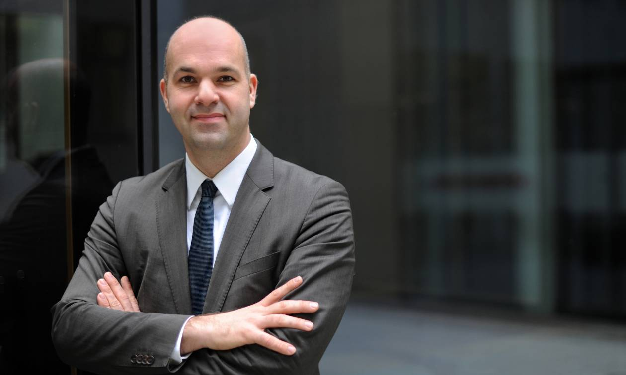 Φράτσερ: Αναγκαίο το «κούρεμα» του ελληνικού χρέους