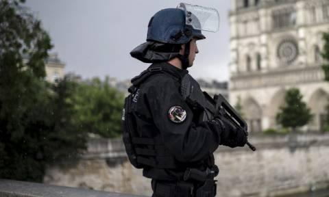 Γαλλία: Αυτοκίνητο έπεσε πάνω σε στρατιωτικούς - Δύο συλλήψεις