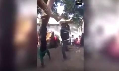 Σκληρό βίντεο: Απατημένος σύζυγος κρέμασε ανάποδα και μαστίγωσε τον εραστή της γυναίκας του