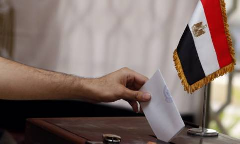 Αίγυπτος: Ψηφίζεις στις εκλογές; «Κερδίζεις» τρόφιμα, χρήματα και εισιτήρια για λούνα παρκ!