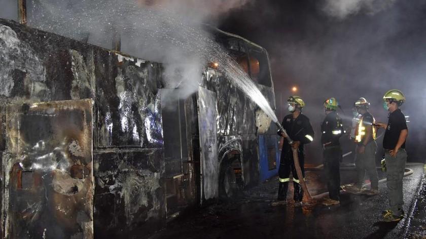 Τραγωδία στη Ταϊλάνδη: 20 μετανάστες από τη Μιανμάρ νεκροί από φωτιά σε λεωφορείο (pic)