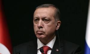 Έξαλλος ο Ερντογάν από το «χαστούκι» Μακρόν: Κατηγορεί τον Γάλλο πρόεδρο ότι στηρίζει «τρομοκράτες»