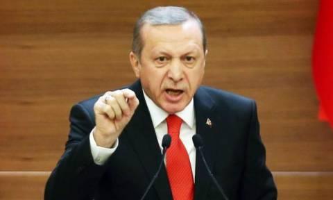 «Ξεσπάθωσε» ο Ερντογάν κατά του Μακρόν για τη Συρία: «Ποιος νομίζεις ότι είσαι;»
