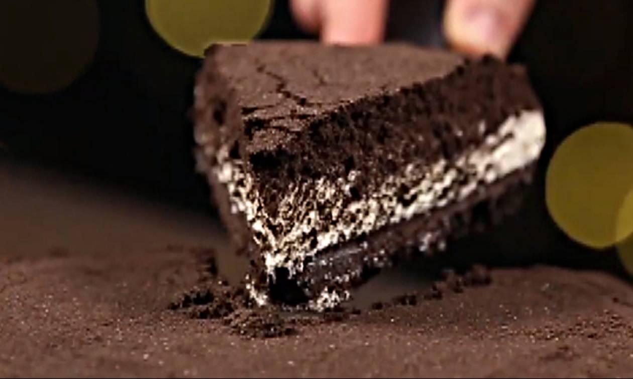 Η συνταγή που τρελαίνει κόσμο: Τσίζκεϊκ με μπισκότα Oreo!