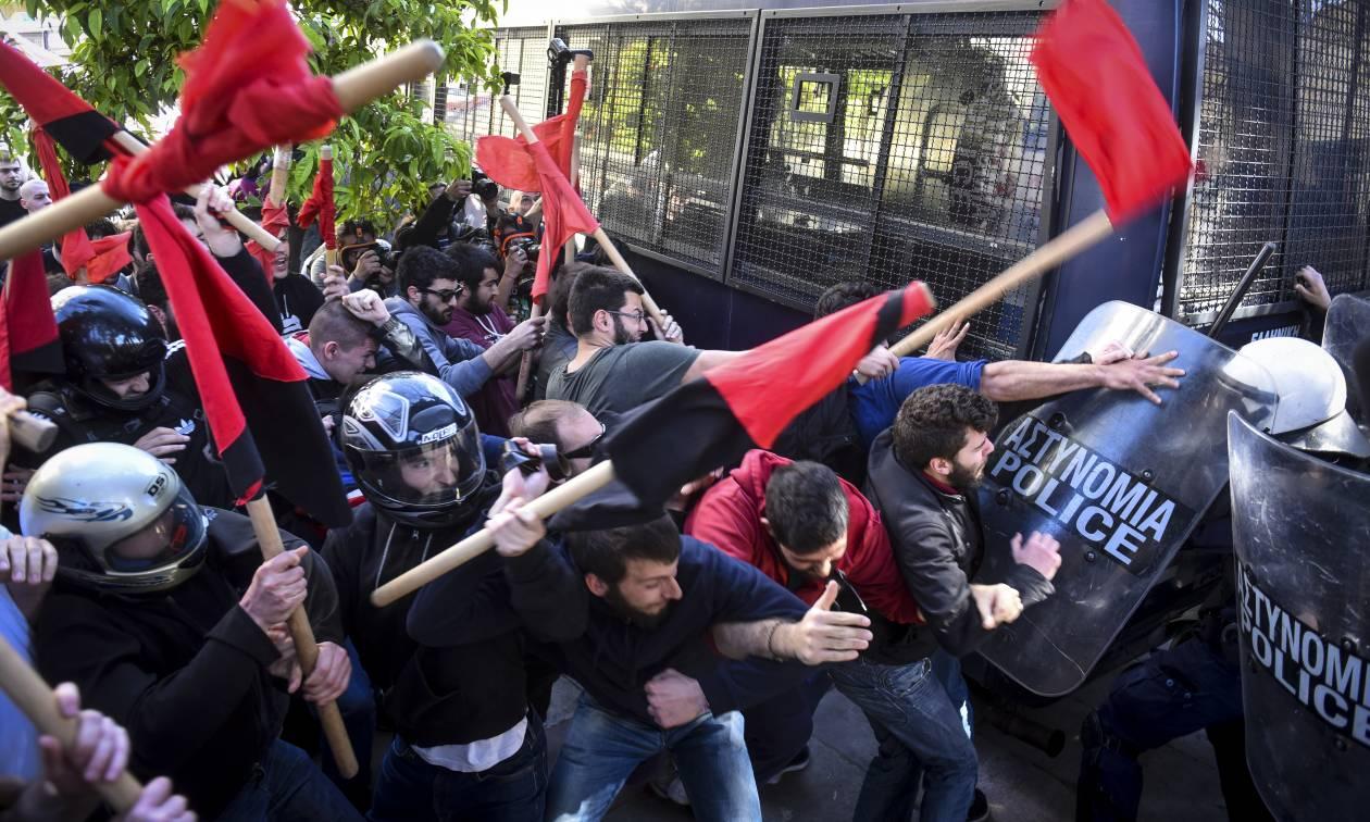 Πανεκπαιδευτικό συλλαλητήριο: Επεισόδια και χημικά στο κέντρο της Αθήνας (pics)
