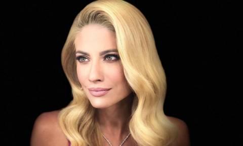 Με ανοιξιάτικη διάθεση και αρκετό sexiness η αποψινή εμφάνιση της Ευαγγελίας Αραβανή