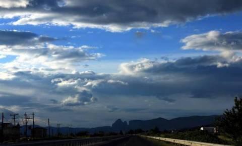 Ο καιρός σήμερα: Σποραδικές καταιγίδες, σκόνη και συννεφιές - Αναλυτική πρόγνωση