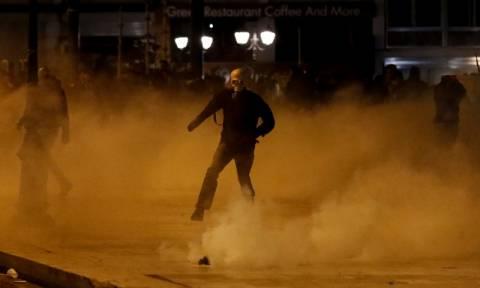 Αλλεπάλληλες επιθέσεις με μολότοφ έξω από το Πολυτεχνείο