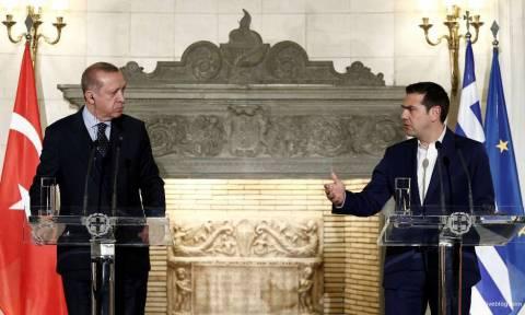 Έξαλλος ο Τσίπρας με τον Ερντογάν: Να μας πει γιατί κρατά φυλακισμένους τους Έλληνες στρατιωτικούς